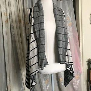 Xs flowy sleeveless cardigan